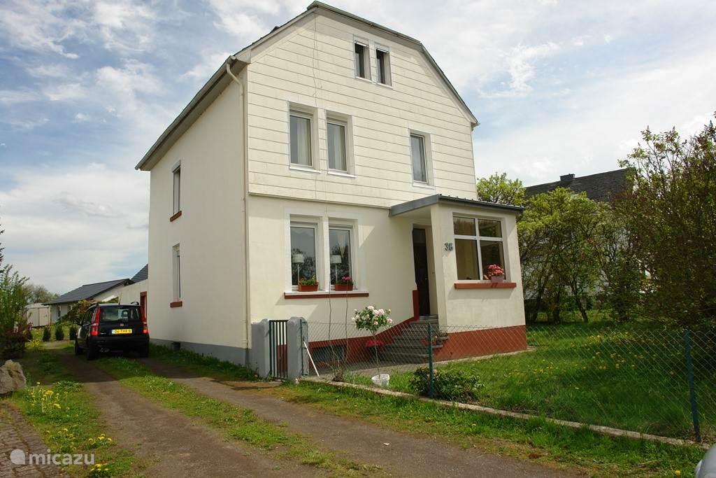 Ferienwohnung Deutschland, Eifel, Manderscheid Ferienhaus Ferienhaus Die  Flieder Bäume ...