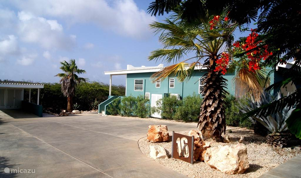 Bonaire16, enjoy the convenience of a private parking space