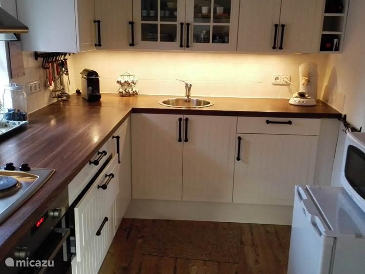 De complete keuken is recent nieuw ingebouwd. Voorzien van alles wat u nodig heeft.