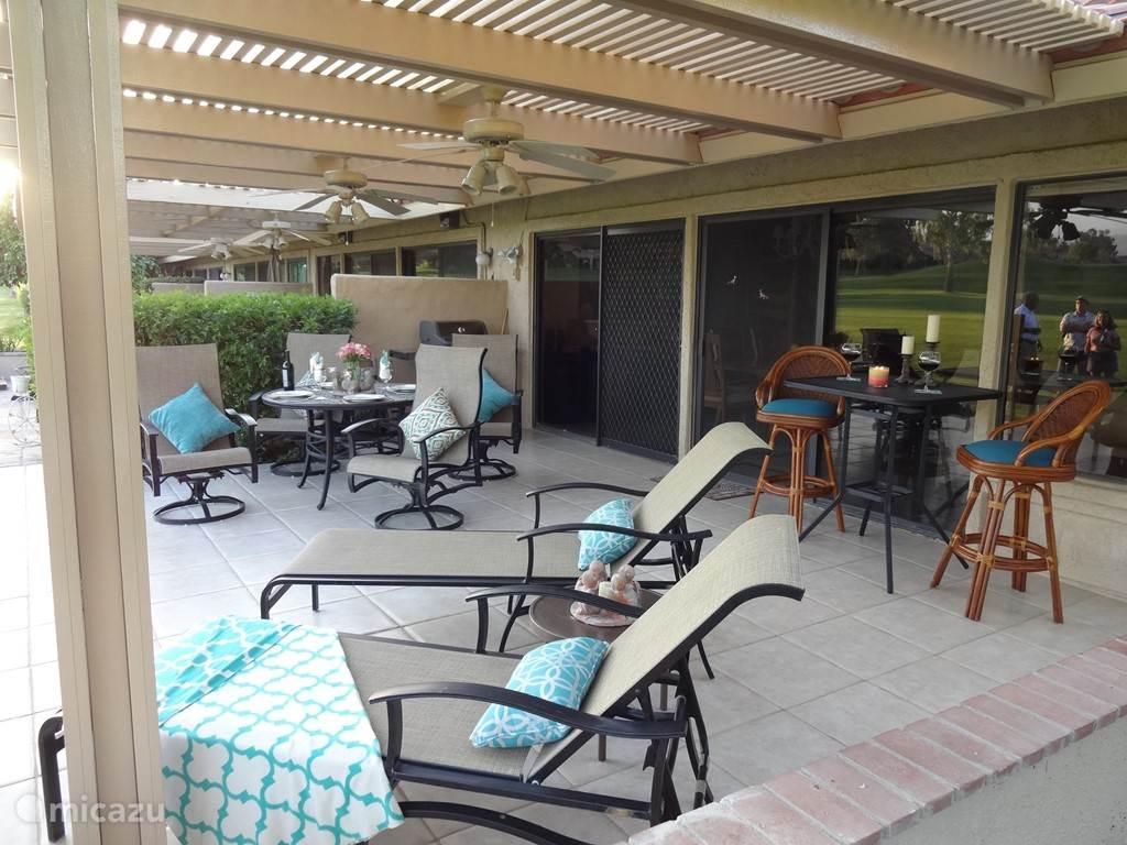 terras met prachtig uitzicht, compleet met bbq en volop zitgelegenheid