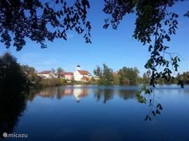 Kasteelmeer op 20 meter afstand van het huis.