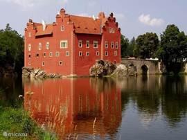 kasteel cervena lhota op 45km afstand van het vakantiehuis. Voor meer info kunt u ons mailen.