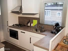 Chalet chamar in hoenderloo gelderland nederland huren - Moderne chalet keuken ...