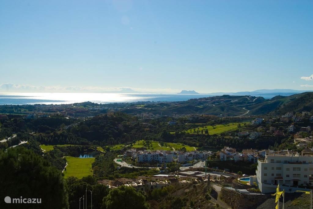 Het fantastische uitzicht. Bij helder weer zie je Gibraltar en Marokko liggen.