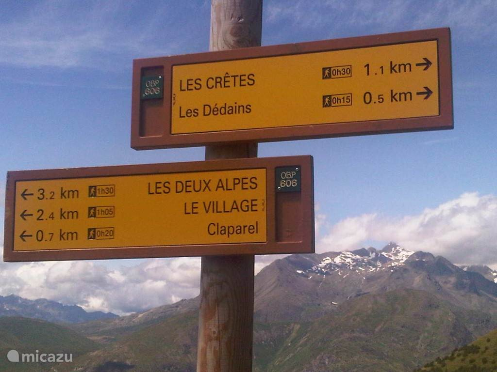 In de zomer goed aangegeven bergwandelpaden, van licht tot zware categorie.