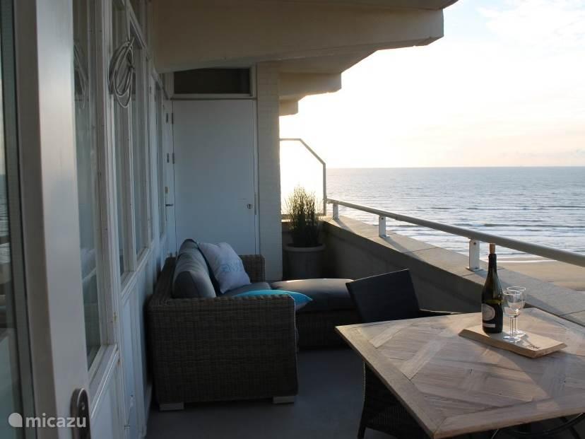 Balkon, de terrasverwarming is onlangs geplaatst zodat u lekker warm kunt genieten van het uitzicht