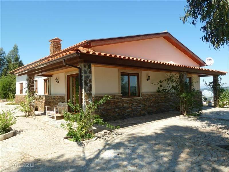 Vakantiehuis Portugal, Beiras, Vinho - bungalow Berghuis 2