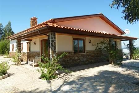 Vakantiehuis portugal beira vinho bungalow berghuis 2 - Keuken berghuisje ...