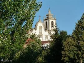 De kerk van Coja, het gezellige dorpje met alle voorzieningen, gelegen aan de rivier de Alva