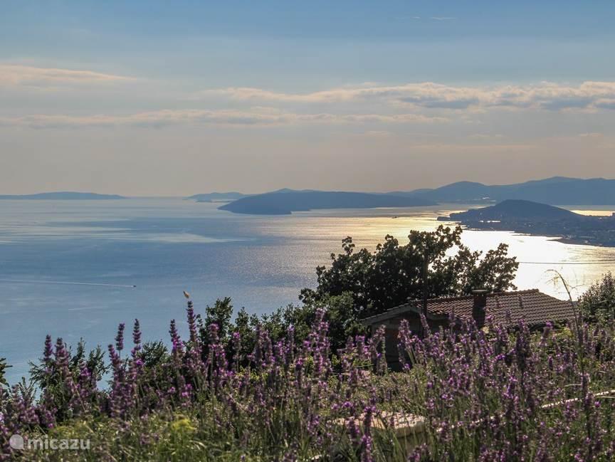 Geniet van het prachtige uitzicht op de stad Split en de Adriatische zee