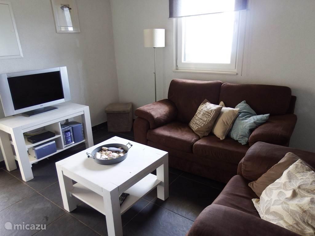 Rustig even genieten van een film of samen muziek luisteren. In de woonkamer vind je een tv en een stereo. Natuurlijk is er in het huis gratis wifi.