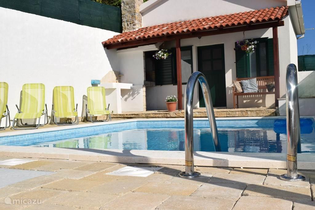 Lekker zwemmen of zonnen in de relaxstoelen