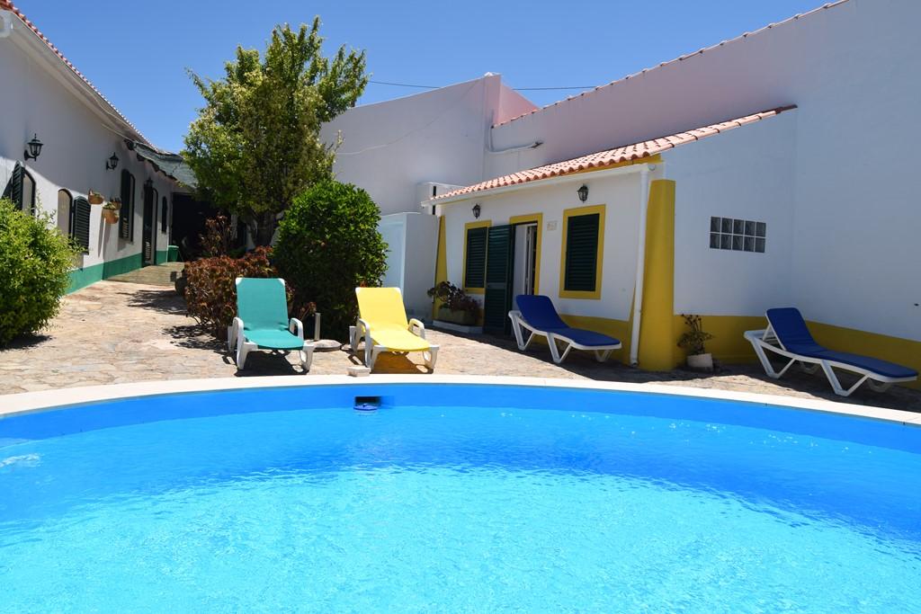 Zeer rustig gelegen voormalige quinta met 3 huizen met zwembad, volledig privacy, nu 10% vroegboekkorting voor alle beschikbare periodes 2017.