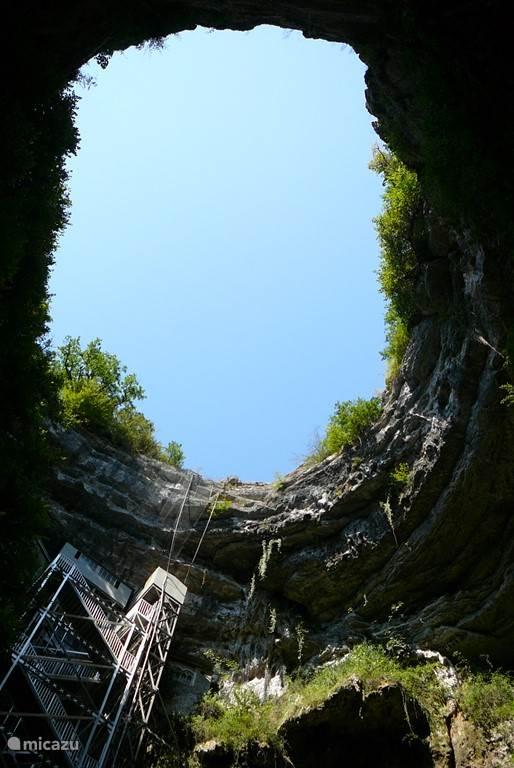 op avontuur dat kan in de langste grotten van europa bij padirac
