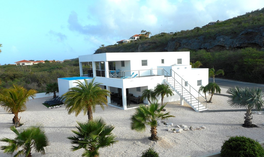 June 125 euro p day (2 persons) Villa 300 meter from beach with private pool. Max 8 persons