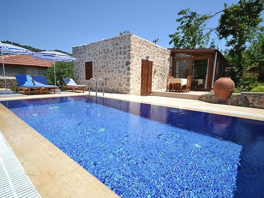 Huis karya met prive zwembad in fethiye lycische kust for Vakantiehuisjes met prive zwembad