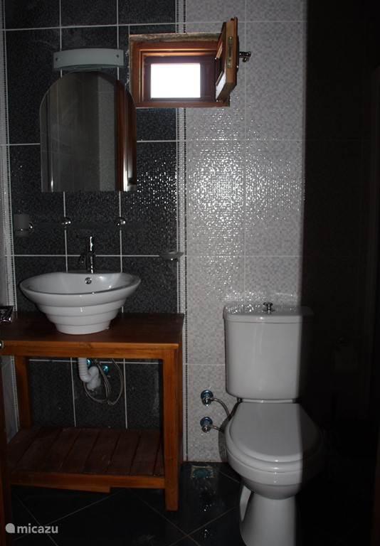 Een deel van de badkamer