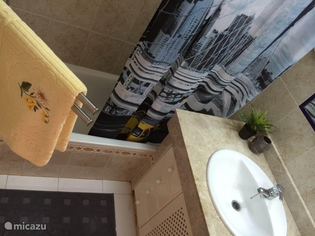 badkamer met ligbad / douche