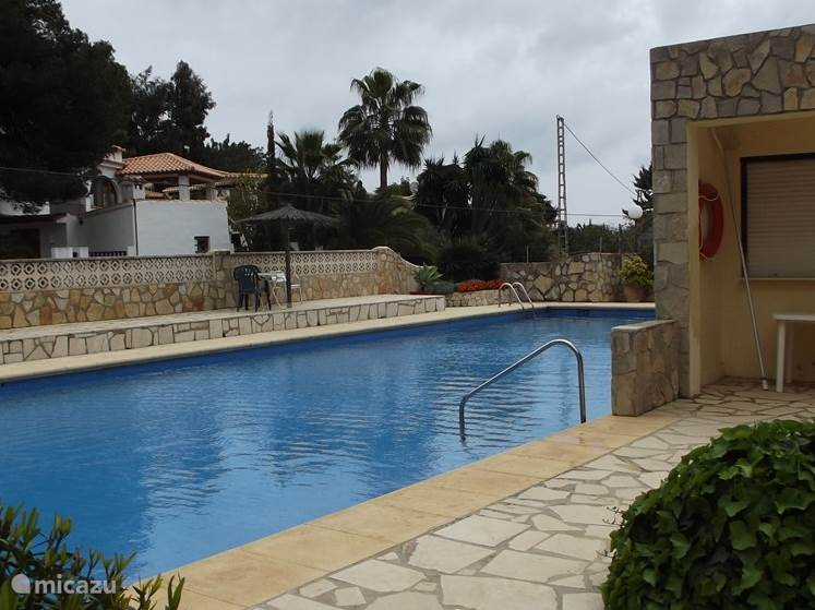 Zwembad, op 30 meter van het huis.