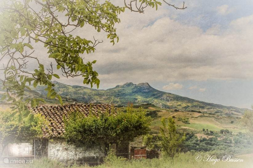 Uitzicht vanuit de bergen op de Gran Sasso