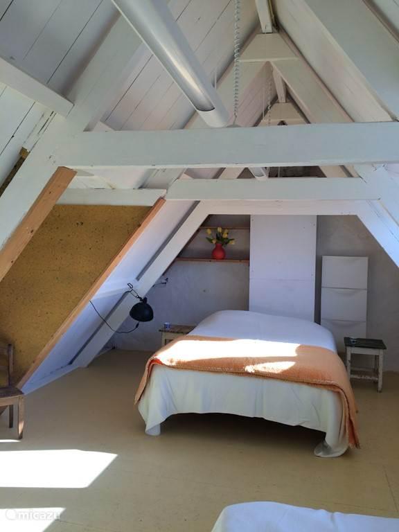 De slaapkamer op zolder