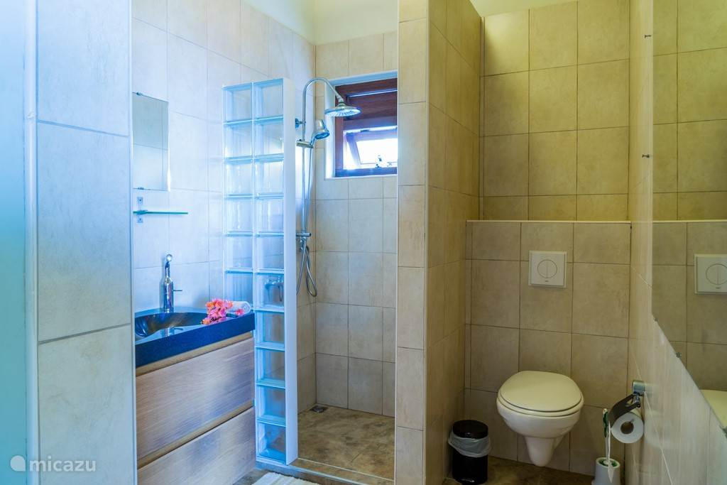 bathroom per bedroom with rain shower