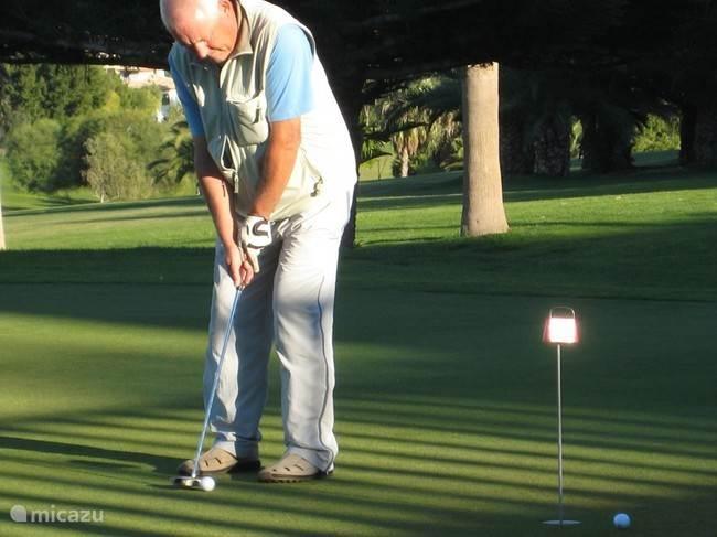 Golfbaan Campoamor op slechts 5 km verwijderd.