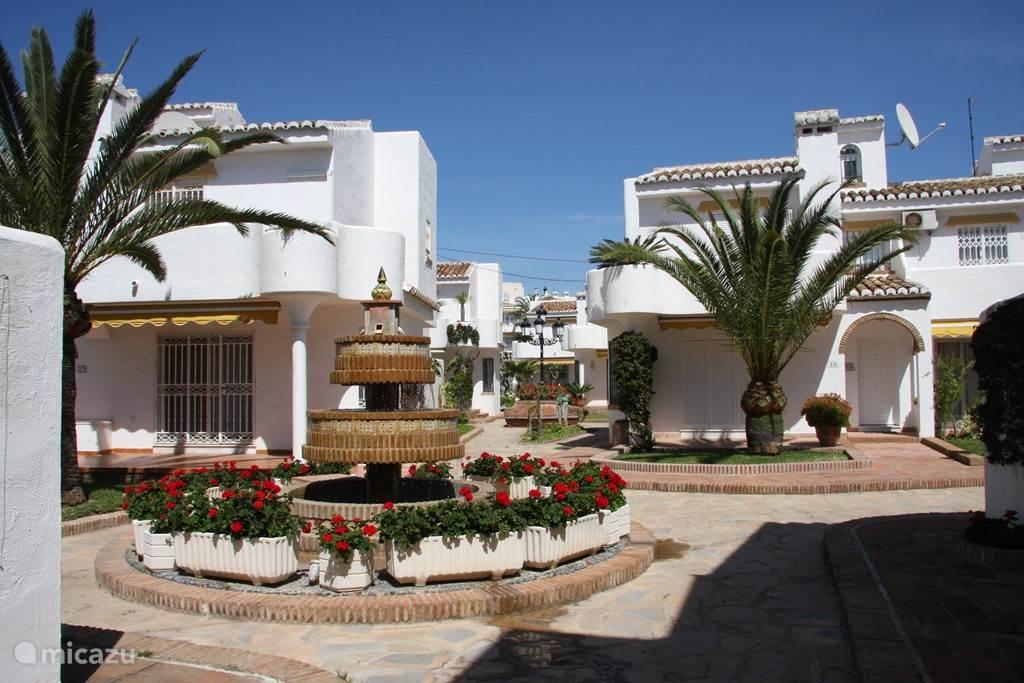 Zeer mooi aangelegde tuin van de Mijas Playa Club