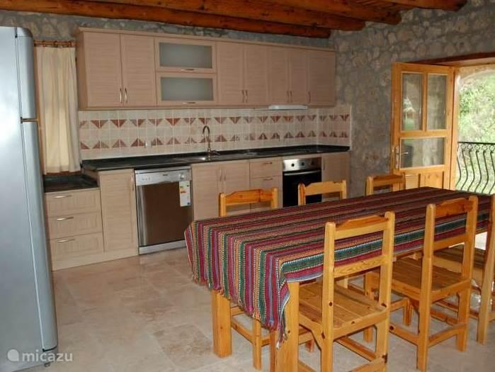 bovenkeuken : (deze villa heeft 2 keuken een op gelijkvloers en de andere op het eerste verdiep)
