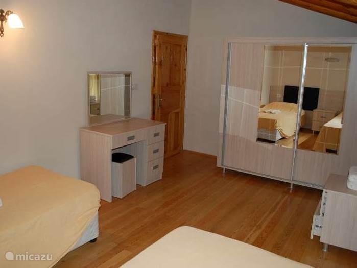 een van de 6 slaapkamers