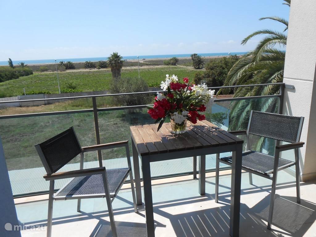 Schitterend uitzicht op de middellandse zee met enorm zandstrand  . (met groot balkon 13m2 )