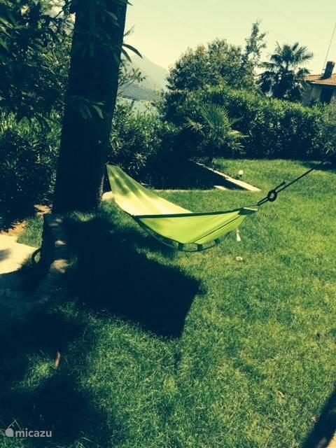 Relaxen in de mooie tuin