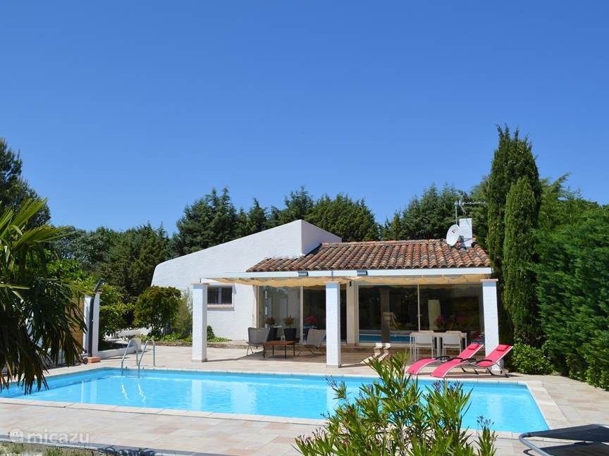 Vacation rental France, Languedoc-Roussillon, Carcassonne bungalow Villedubert / maison Isengrin