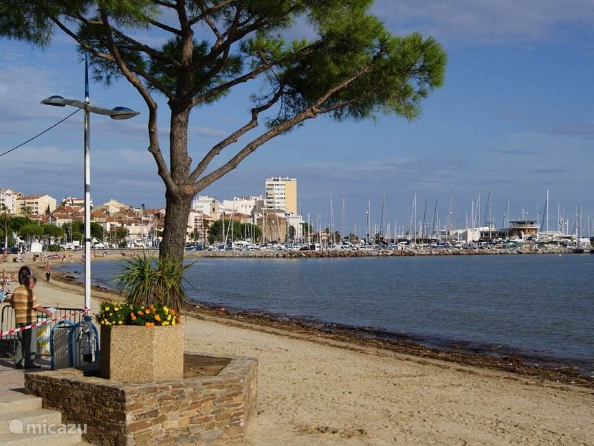 Beach and boulevard Sainte-Maxime