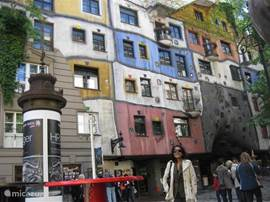 Vienna and one of the attractions; Hundertwasserhouse