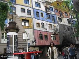 Wenen en een van de attracties; Hundertwasserhouse