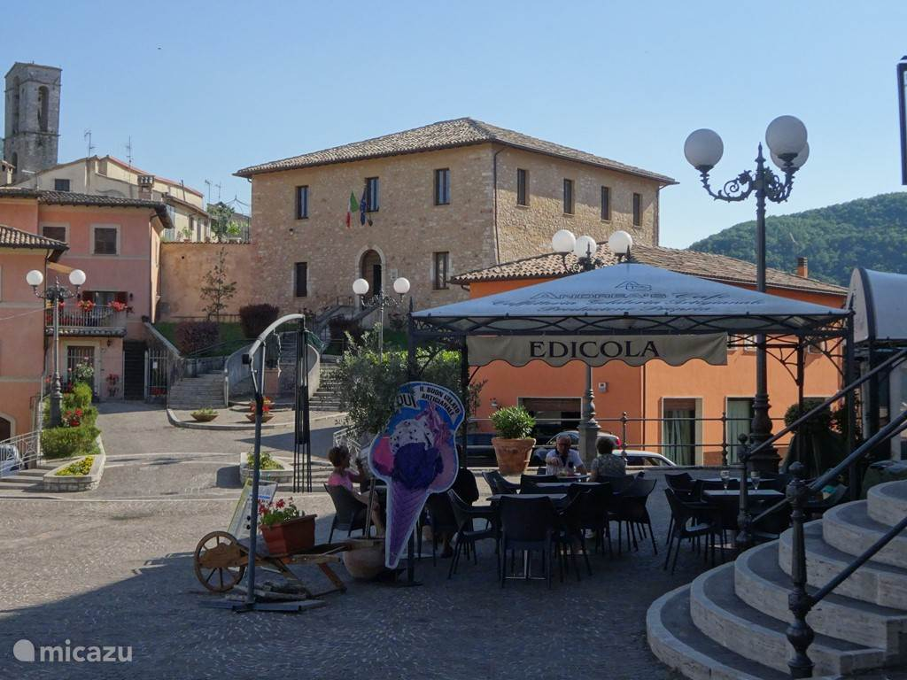 Een van de terrasjes in het gezellige dorp Cerreto di Spoleto