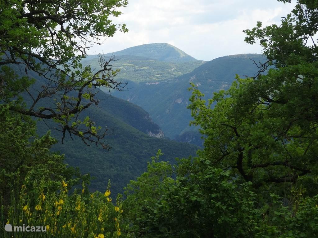 Uitzicht op de Monte Pagliare vanaf het terras