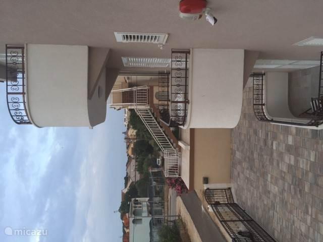 uitzicht diverse balkons bonbon