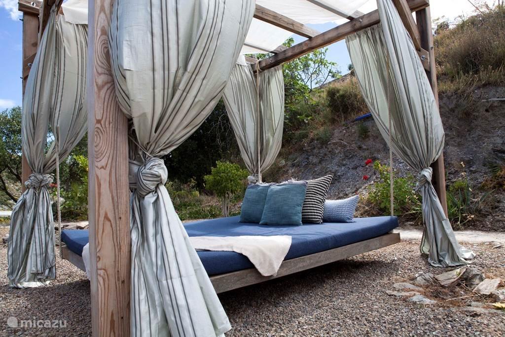 Hangbed in de tuin