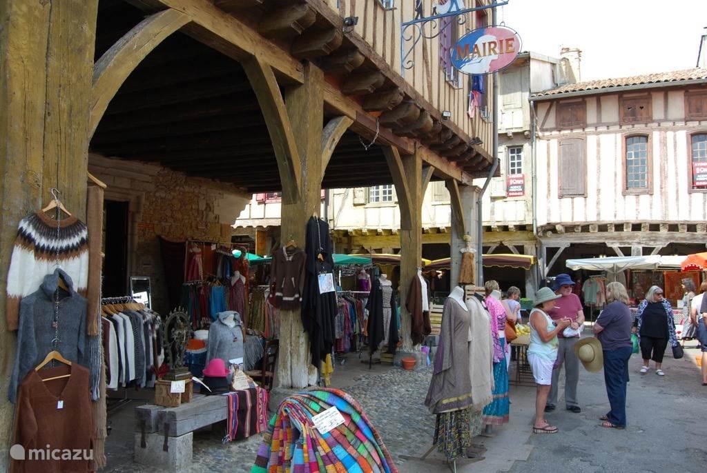 Maandagmorgenmarkt in Mirepoix