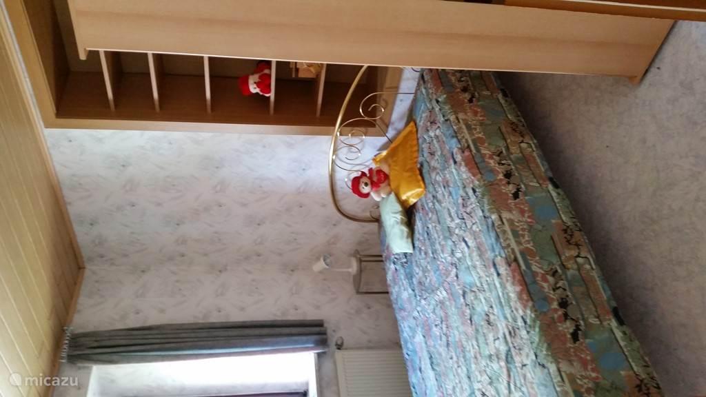 De 3e slaapkamer met queen-size bed