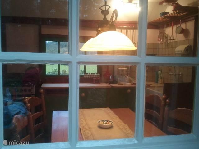 Het keukentje met de gezellige eettafel