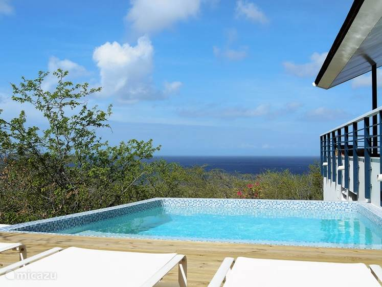 Relaxen en genieten van de privacy en het zicht op zee.