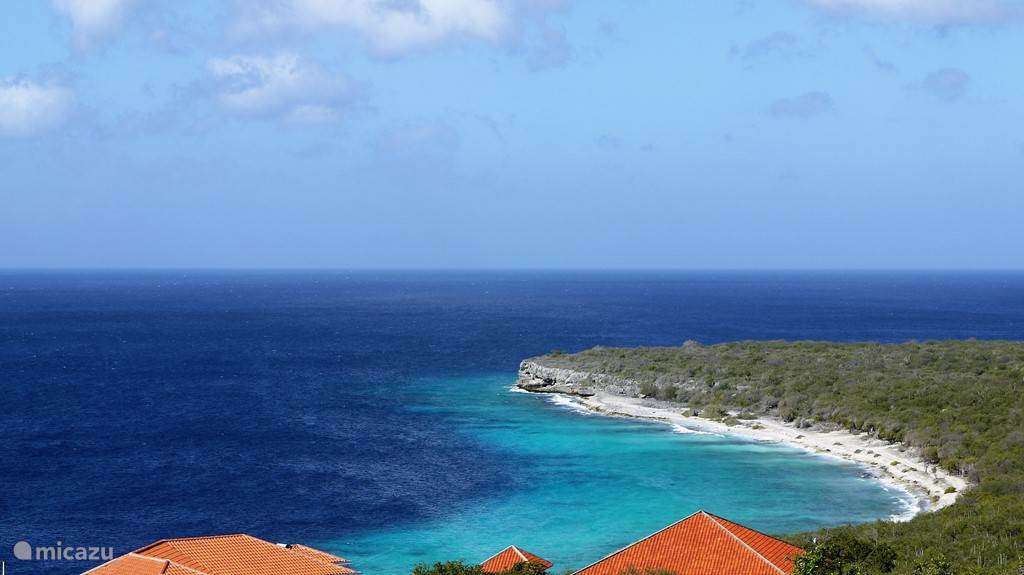 De turquoise blauwe zee verveelt nooit.