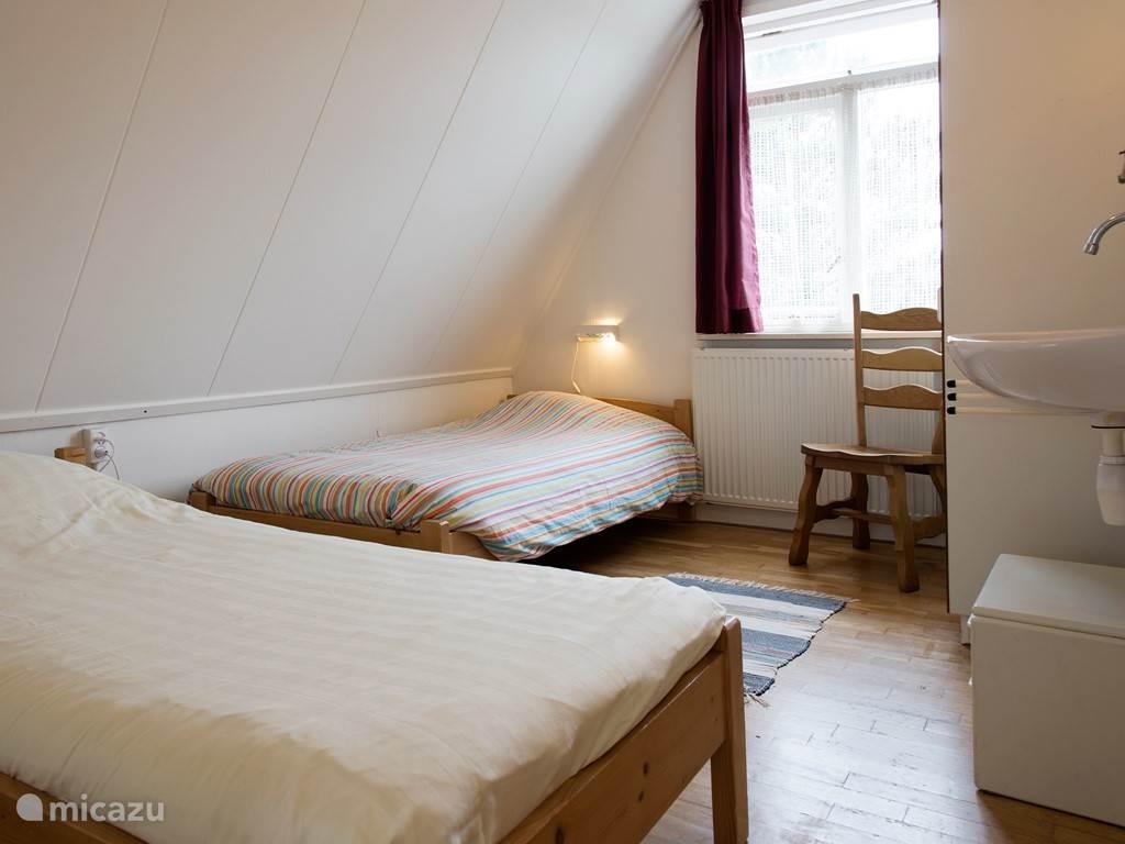 Slaapkamer aan de tuinkant.