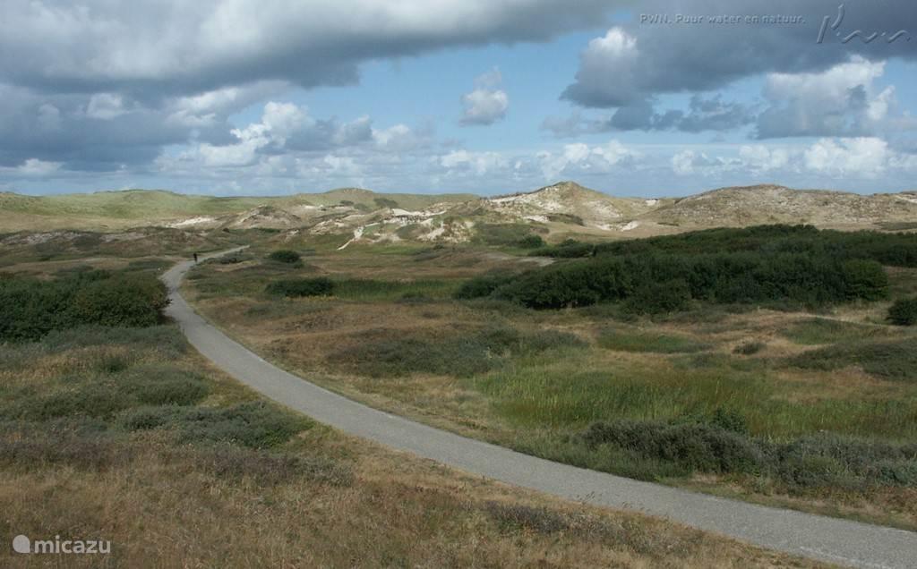Egmond ligt direct aan het strand, maar aan de noord- en zuidkant in het Nationaal Park.