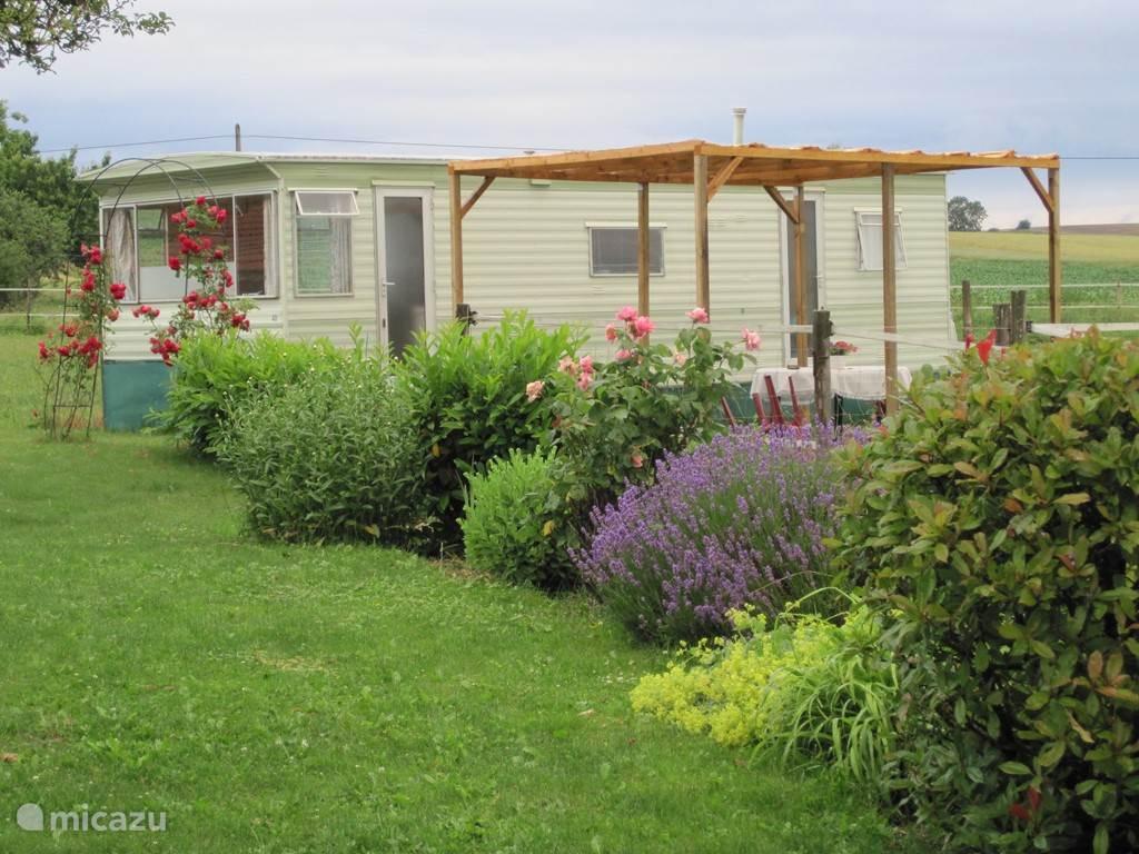 Vacation rental France, Auvergne, Chezelle Mobile home Rien sans Peine