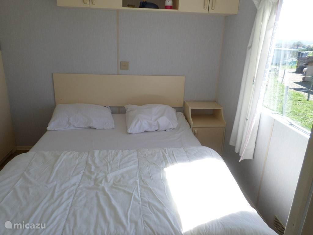 De slaapkamer met een twee-pers.bed