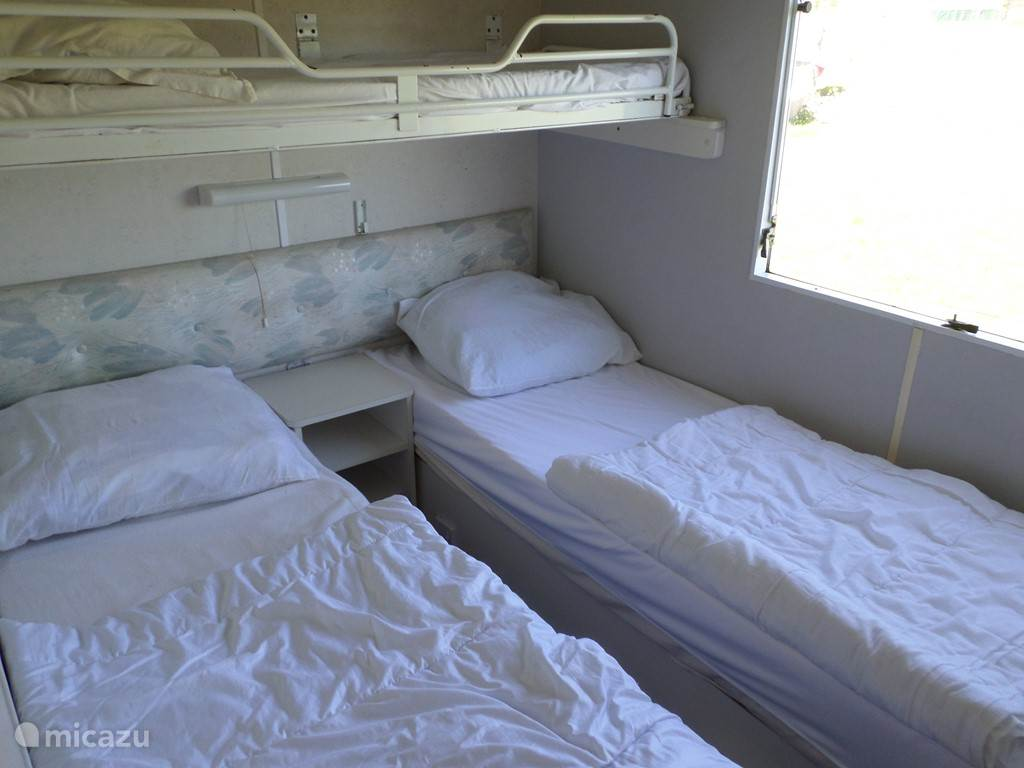 De slaapkamer met drie 1.pers.bedden